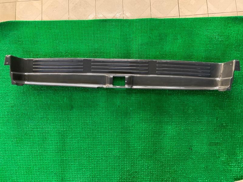 Накладка на бампер Toyota Hilux Surf VZN185 5VZFE 1998 задняя (б/у)