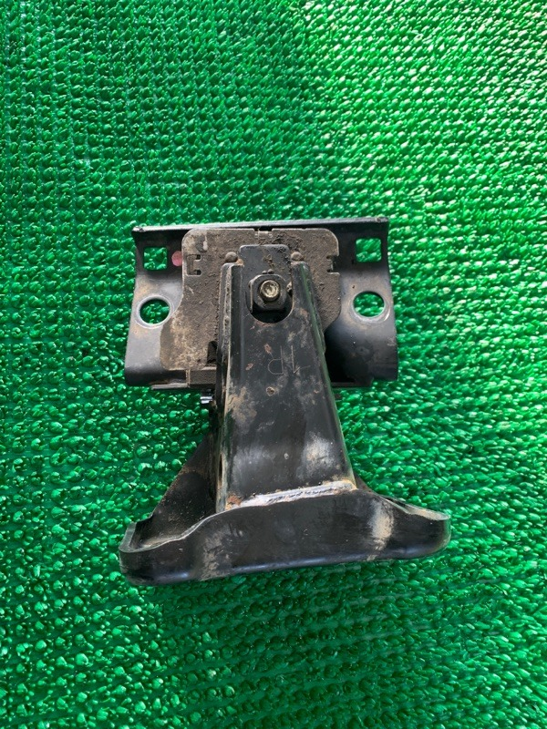 Кронштейн опоры двигателя Infiniti Qx56 Z62 VK56VD 2010 правый (б/у)