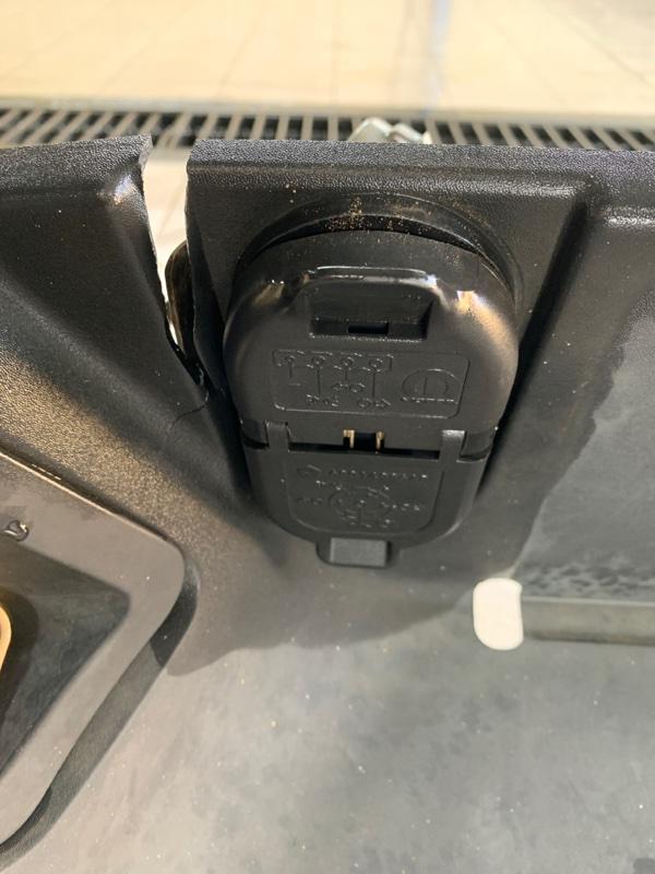 Розетка фаркопа Dodge Ram DJ EKG задняя (б/у)