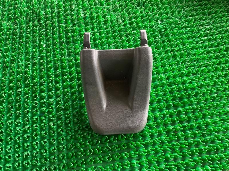 Крышка петли сиденья Toyota Land Cruiser Prado GRJ120 1GRFE 2003 (б/у)