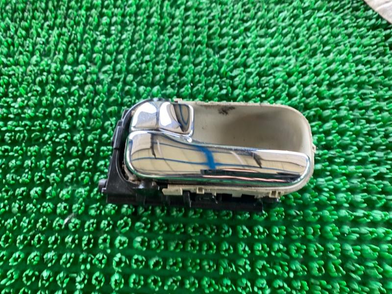 Ручка двери внутренняя Nissan Safari WRGY61 TD42T 1997 передняя левая (б/у)