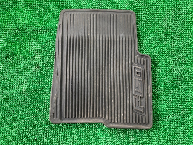 Коврик салона Ford F-150 6.2 OHC 2008 передний правый (б/у)
