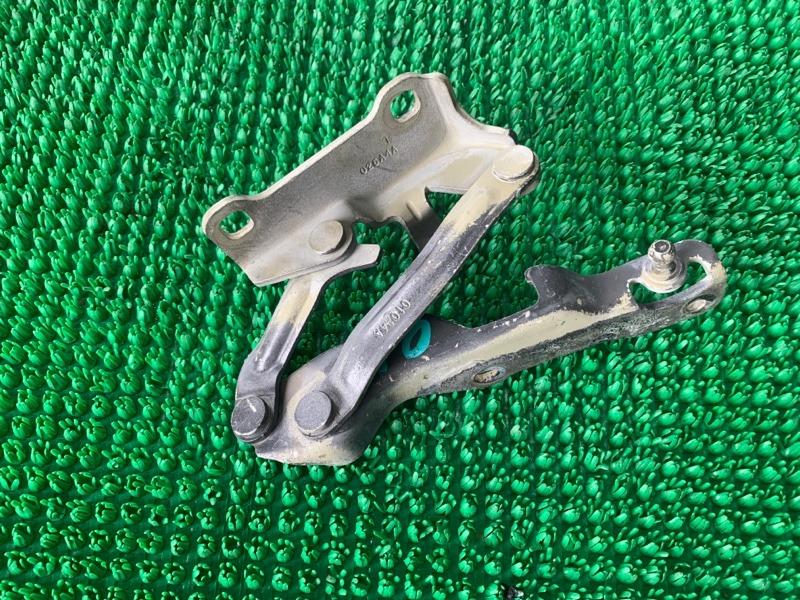 Петля капота Infiniti Qx56 JA60 VK56DE 2003 левая (б/у)