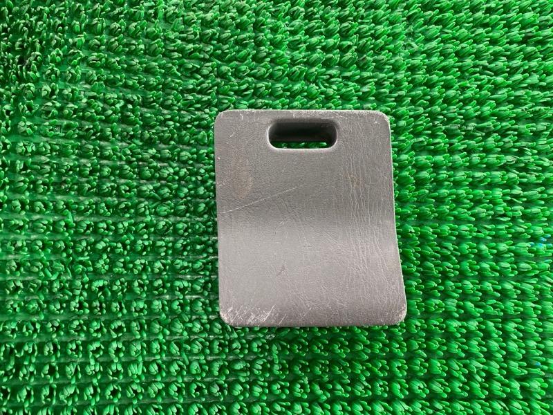 Крышка блока предохранителей Toyota Land Cruiser Prado GRJ120 1GRFE 2002 (б/у)