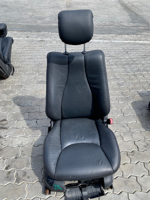 Сиденье Mercedes-Benz S-Class W220 M112E32 1998 переднее правое (б/у)