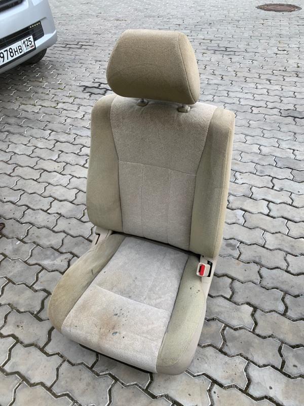 Сиденье Toyota Land Cruiser UZJ100 2UZFE 1998 переднее правое (б/у)
