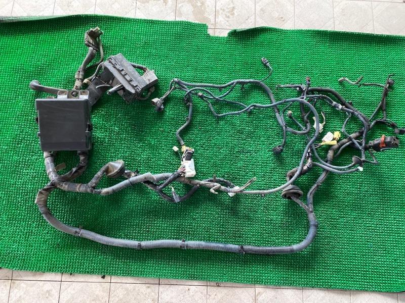 Блок предохранителей под капот Nissan Armada TA60 VK56DE 2003 (б/у)