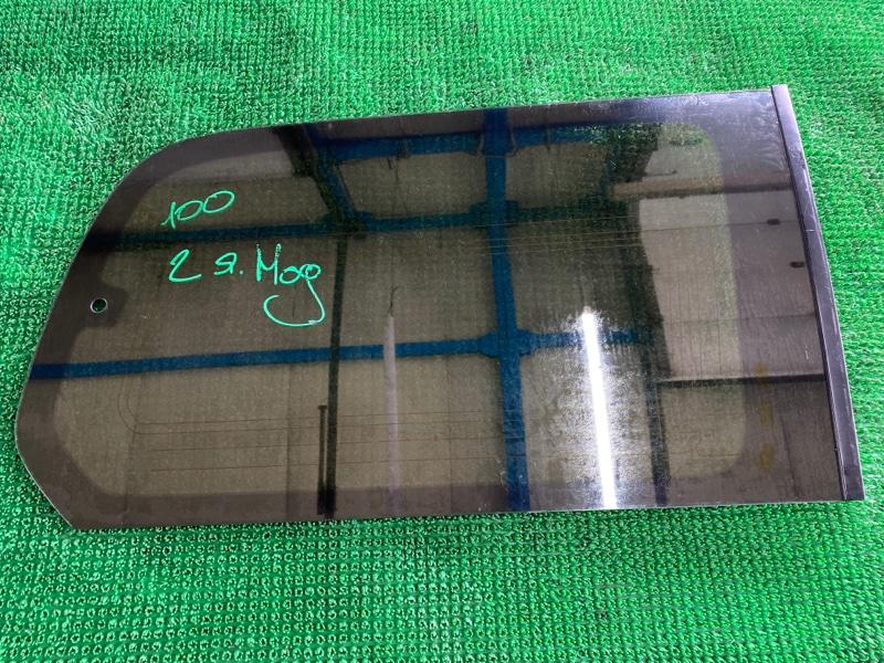 Стекло собачника Toyota Land Cruiser UZJ100 2UZFE 2002 правое (б/у)
