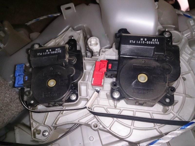 Сервопривод заслонок печки Toyota Vitz SCP90
