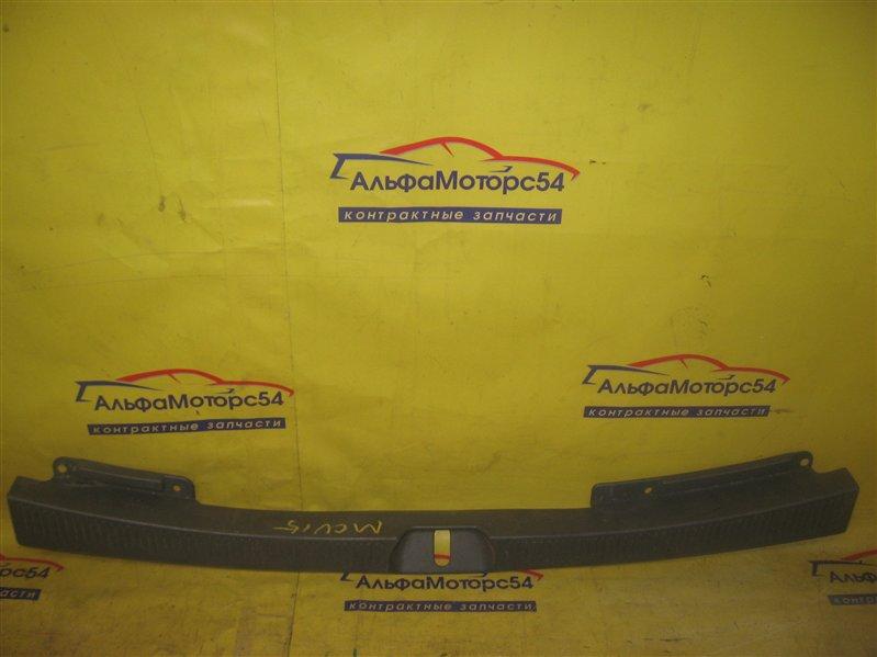 Пластик замка багажника Toyota Harrier MCU10 1MZ-FE