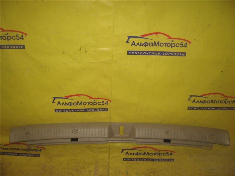 Пластик замка багажника Toyota Corolla Fielder NZE121 1NZ-FE 2002