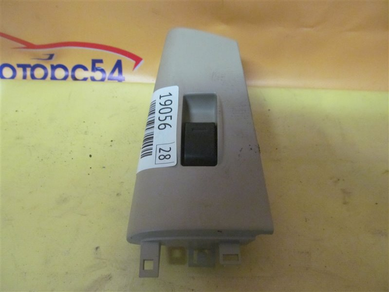 Кнопка стеклоподъемника Toyota Corolla NZE121 1NZ-FE 2001 задняя правая