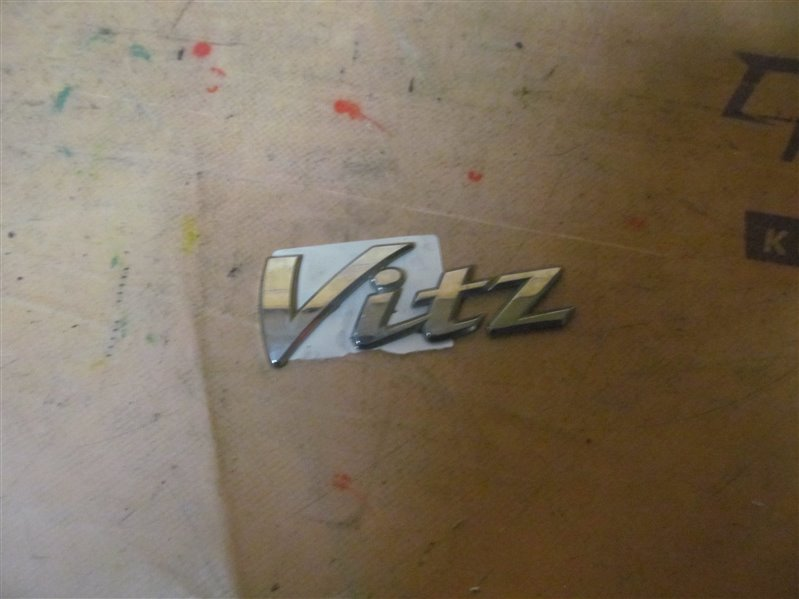 Эмблема Toyota Vitz KSP90 2006