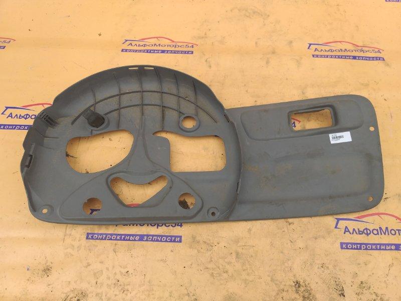 Обшивка двери багажника Toyota Funcargo NCP20