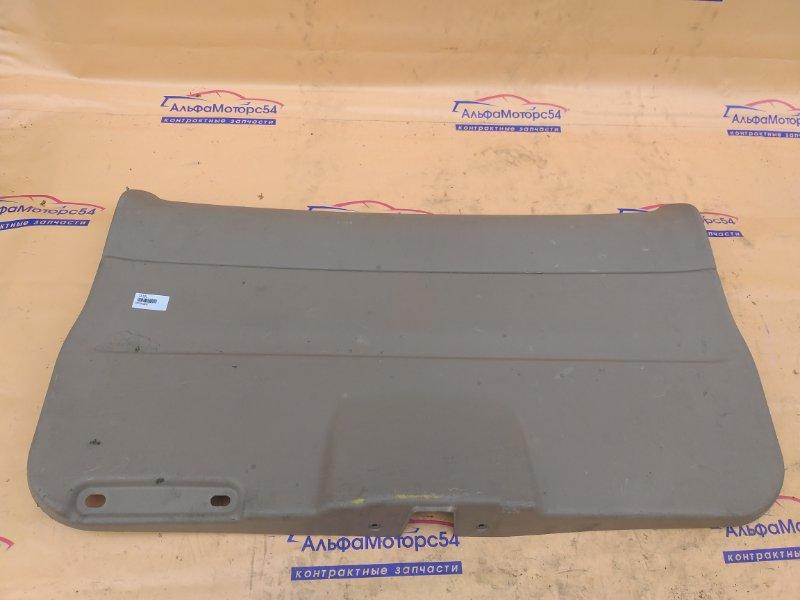 Обшивка двери багажника Honda Stepwgn RF3