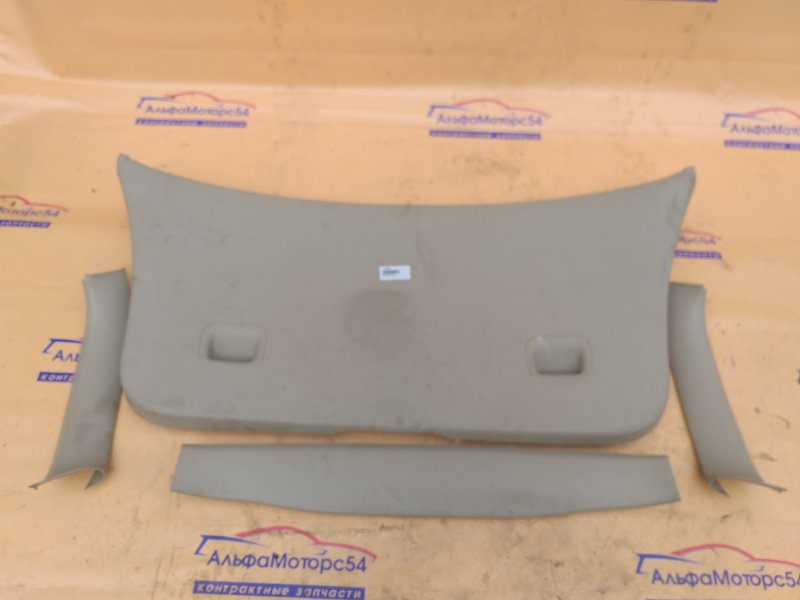 Обшивка двери багажника Toyota Corolla Spacio NZE121