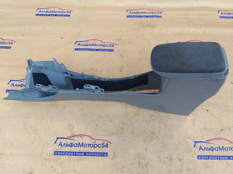 Консоль между сидений Toyota Corolla Axio NZE141