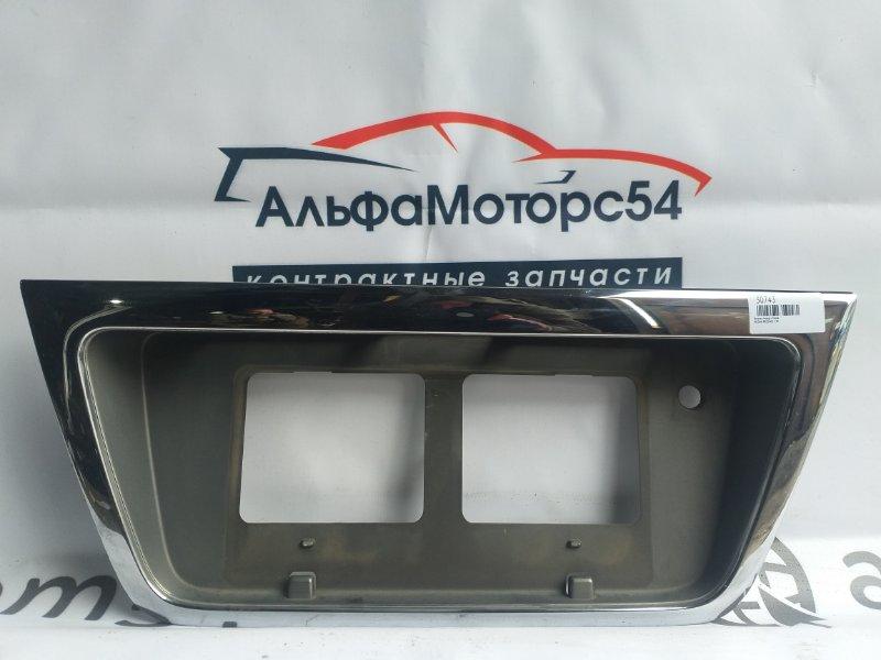 Вставка между стопов Nissan Presage U30 KA24DE 1998