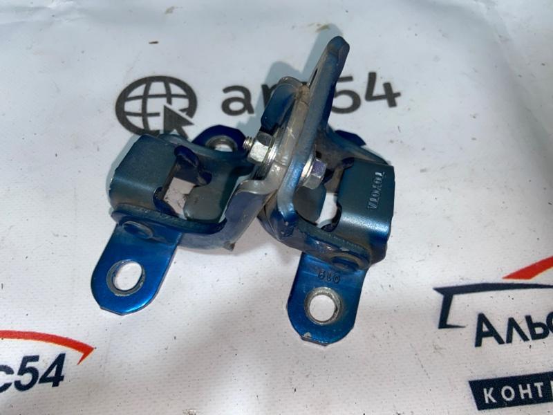 Петля дверная Toyota Tundra USK57 3UR-FE передняя правая