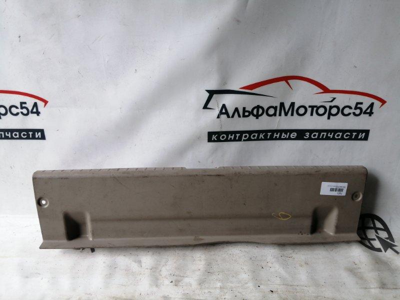 Пластик замка багажника Toyota Premio ZZT240 1ZZ-FE 2004