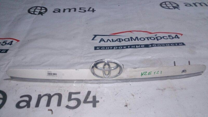 Вставка между стопов Toyota Corolla Fielder NZE121 2003 задняя