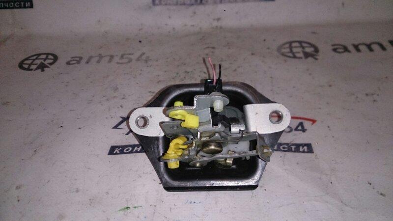 Замок 5-й двери Nissan Wingroad VFY11 QG15DE задний