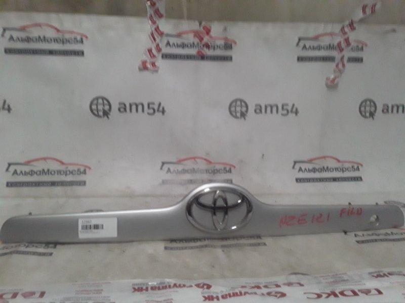 Вставка между стопов Toyota Corolla Fielder NZE121