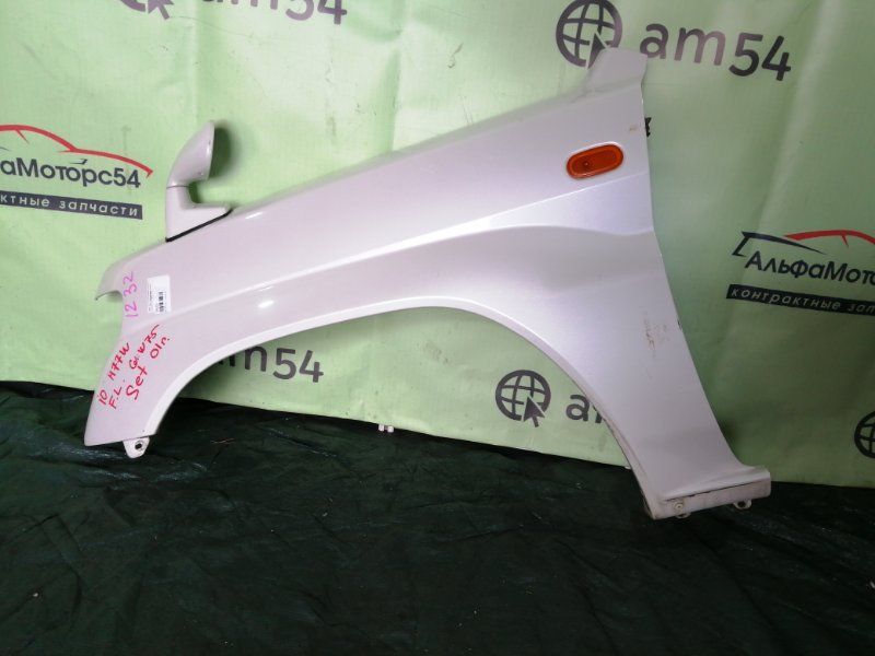 Крыло Mitsubishi Pajero Io H77W 4G94 2001 переднее левое