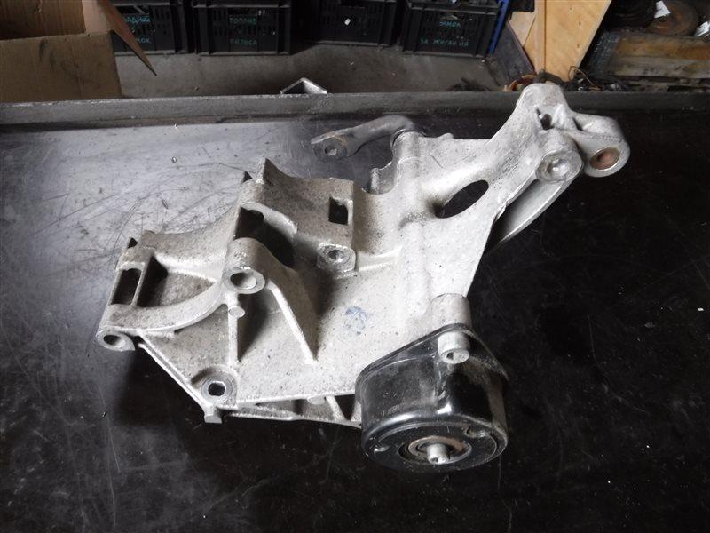 Кронштейн натяжителя ремня генератора Vw Golf 3 1H1 1Z 1995