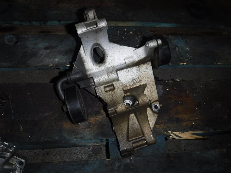 Кронштейн натяжителя ремня генератора Vw Caddy 9K AEY 1999
