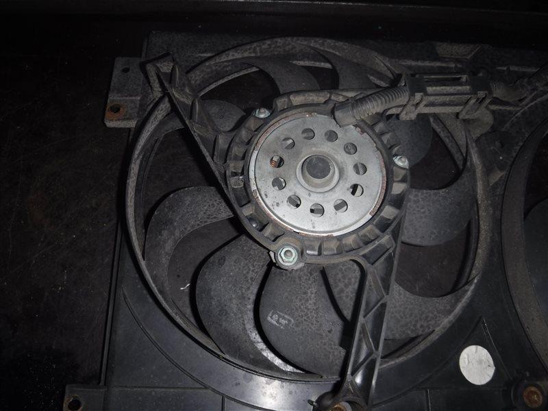 Вентилятор радиатора кондиционера Vw Golf 4 1J1 AKL 1998 передний правый