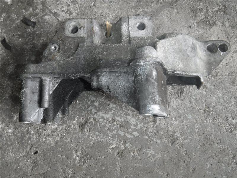 Кронштейн крепления двигателя Vw Golf 4 1J1 APE 2000 передний правый