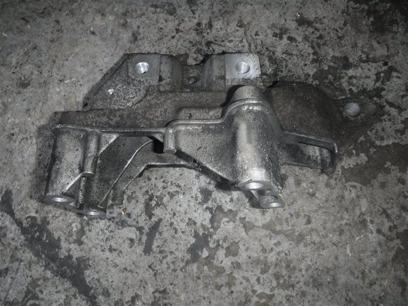 Кронштейн крепления двигателя Vw Golf 4 1J1 AZD 2001 передний правый
