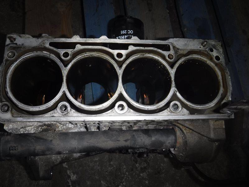 Блок двигателя Vw Golf 4 1J1 AXP 2001