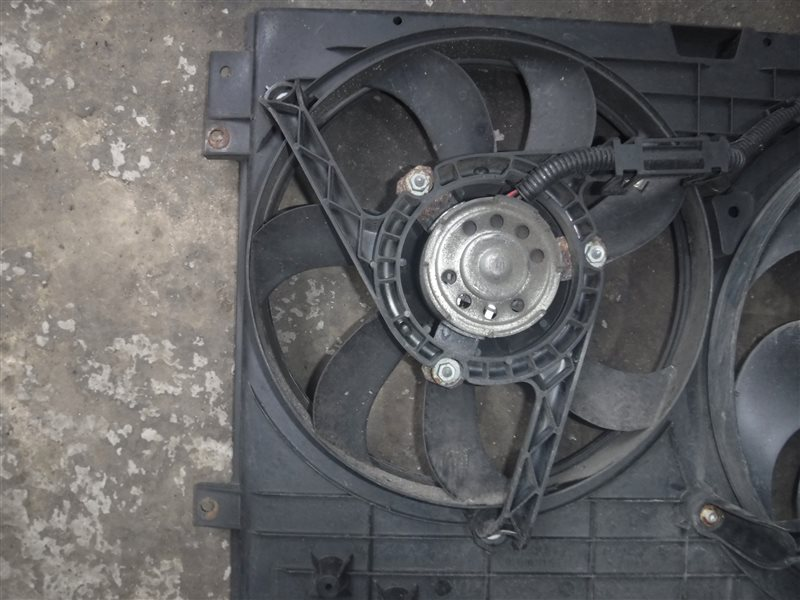 Вентилятор радиатора кондиционера Vw Golf 4 1J1 AGM 2003 передний правый