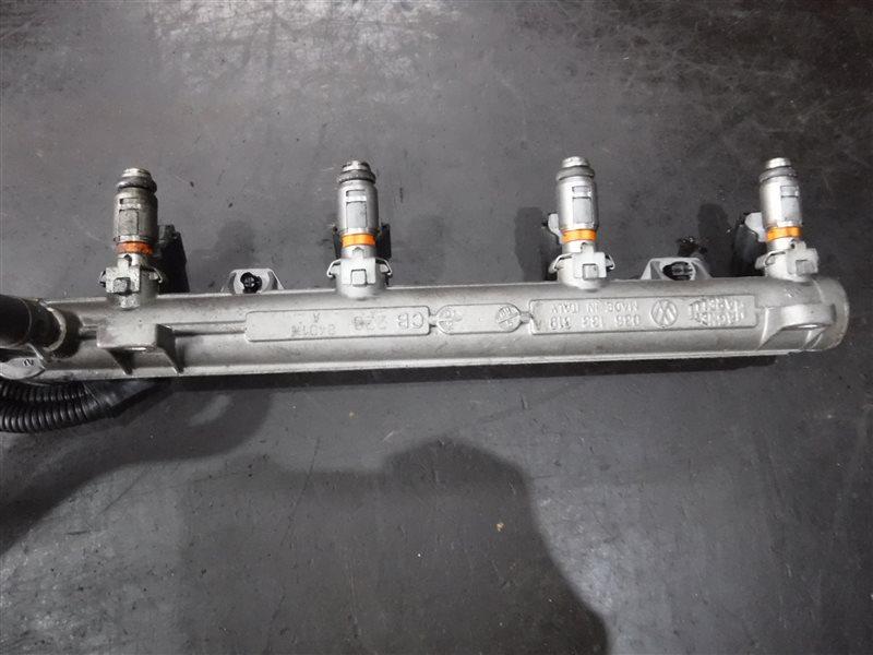Топливный рельс с форсунками Vw Golf 4 1J1 AXP 2001