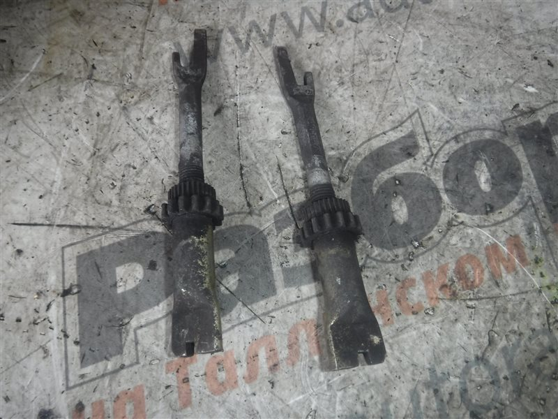 Распорная планка тормозных колодок Vw Transporter T4 7DB AAB 1991