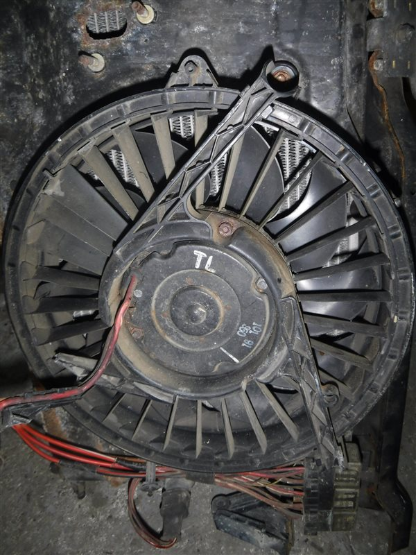 Вентилятор радиатора Vw Transporter T4 7DB AAB 1991 правый