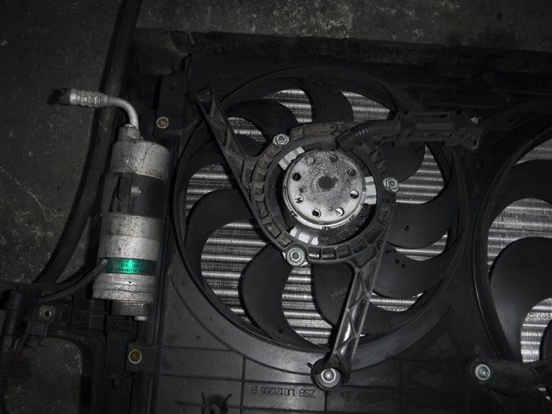 Вентилятор радиатора кондиционера Vw Golf 4 1J1 AKQ 2000 передний правый