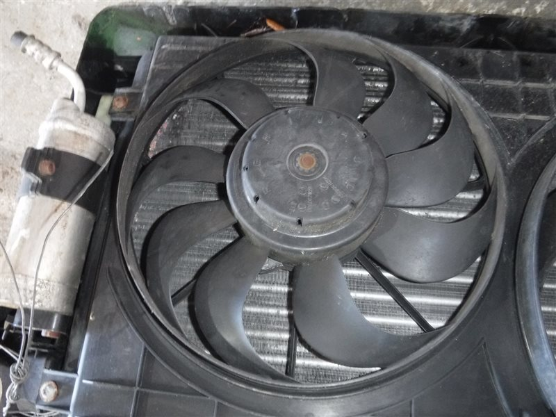 Вентилятор радиатора кондиционера Vw Golf 4 1J1 AKL 2001 передний правый