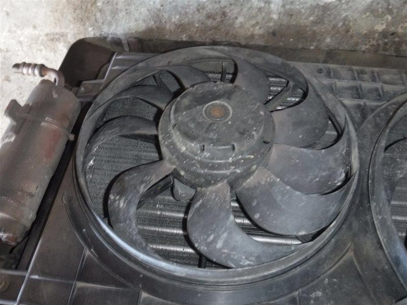 Вентилятор радиатора кондиционера Vw Golf 4 1J1 AKQ 2001 передний правый