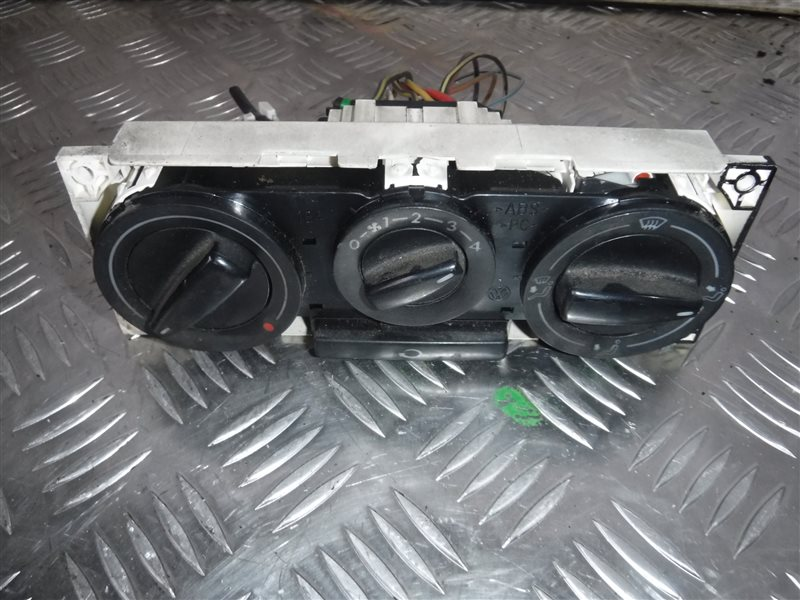 Блок управления отопителем Vw Golf 4 1J1 AKL 2000