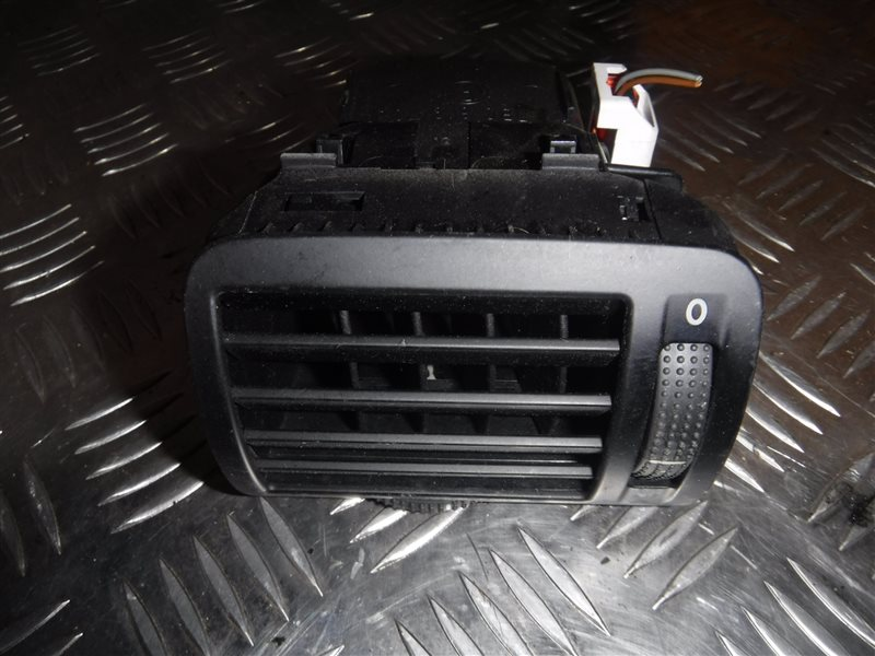 Дефлектор отопителя Vw Passat B5 3B5 ADR 1998 передний левый
