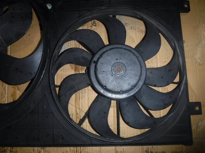 Вентилятор радиатора кондиционера Vw Golf 4 1J1 APE 2000 передний правый