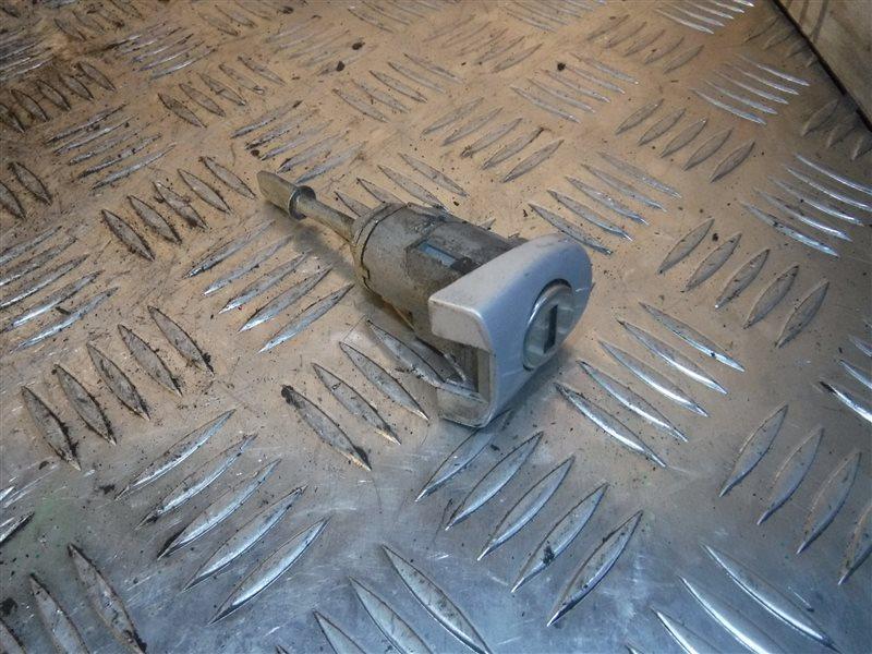 Вставка ручки двери ( личинка ) Vw Passat B5 3B2 ANA 2000 передняя
