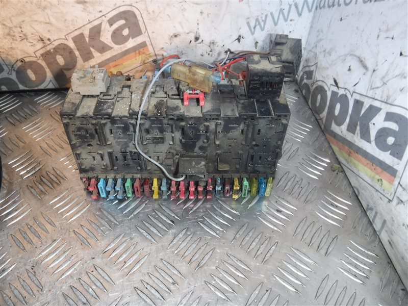 Монтажный блок реле Vw Transporter T4 7DB AAB 1991