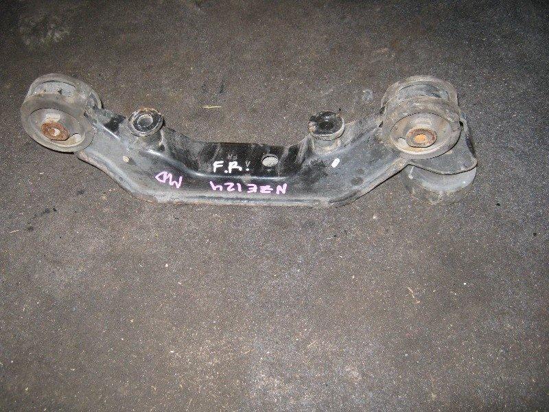 Подушка редуктора Toyota Corolla Fielder NZE124 1NZ-FE 2001