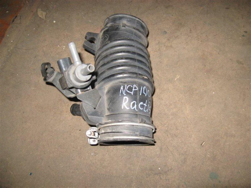 Патрубок воздушного фильтра Toyota Ractis NCP100 1NZ-FE