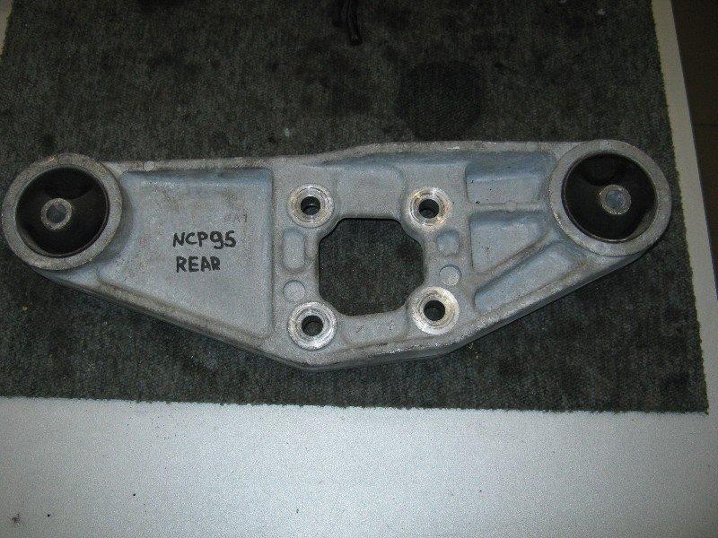 Подушка редуктора Toyota Vitz NCP95 1NZ-FE 2005