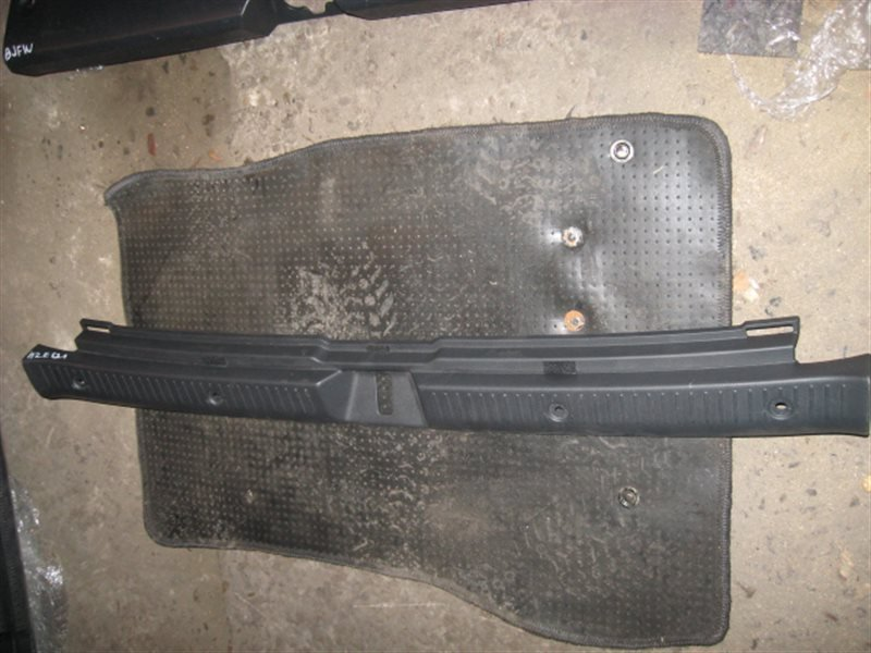 Накладка багажника Toyota Corolla Fielder NZE121 1NZ-FE 2003 задняя